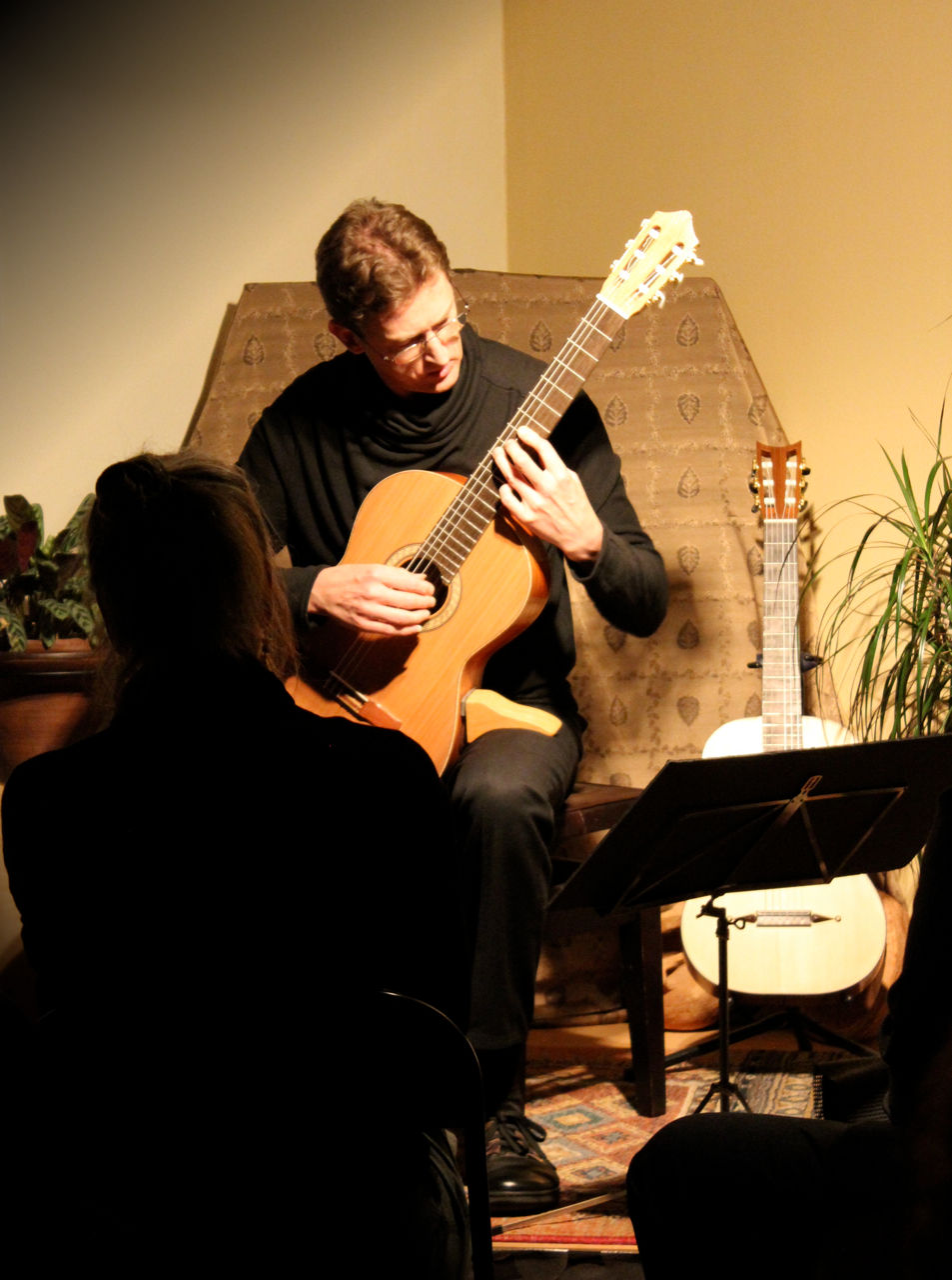 Bruce Paine playing a Rod Capper 'Prelude' student guitar