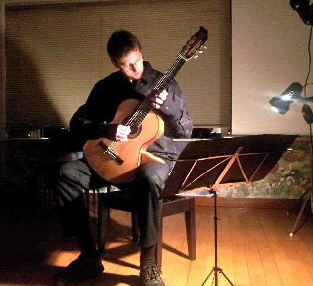 Bruce Paine playing solo at the Auckland Guitar Society meeting on August 12th 2012